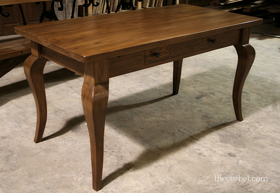 Desk smoothtop french leg WM.jpg