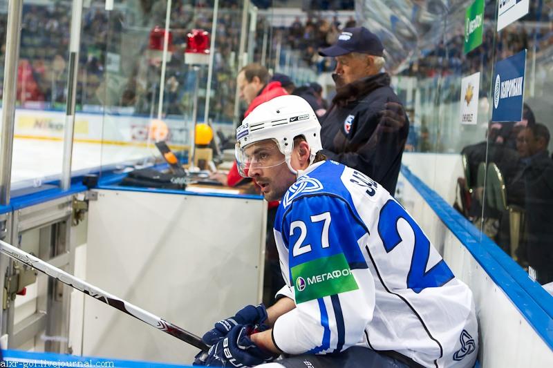 Alexander_Sazonov_2011-09-26_Amur—Heftekhimik_KHL-game