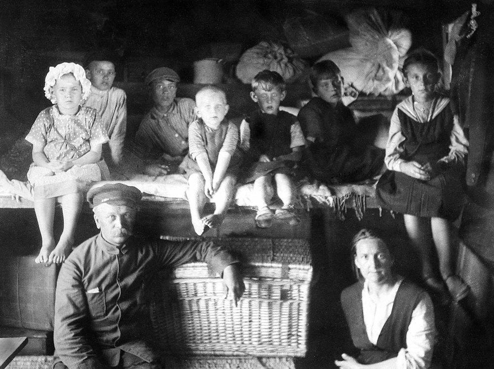 Mennonites leaving Russia in 1923. Courtesy Mennonite Heritage Archives