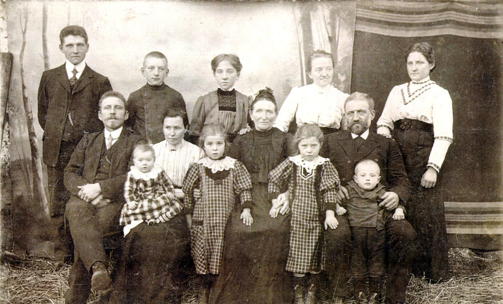The Neufeld family in Suvorovka, Orenburg Colony, early 20th century.