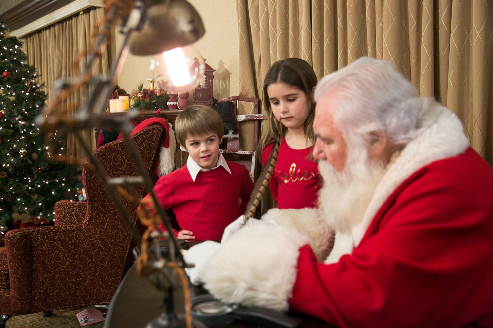 SANTA WITH SCOTT HEAD PHOTOGRAPHy - Limited Sessions Available!