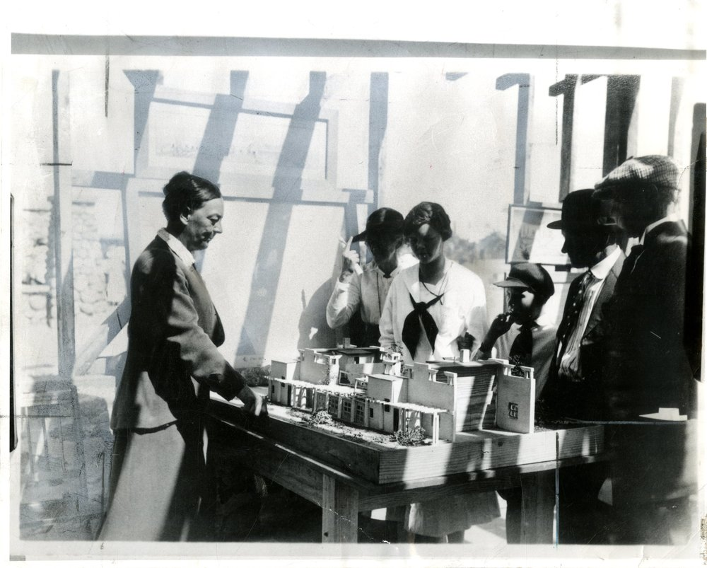 Georgia Louise Harris Brown (third from right) at work in the office of Frank Kornacker, structural engineer. Photograph by Edwards, circa late 1940s. Courtesy of the Brown family.