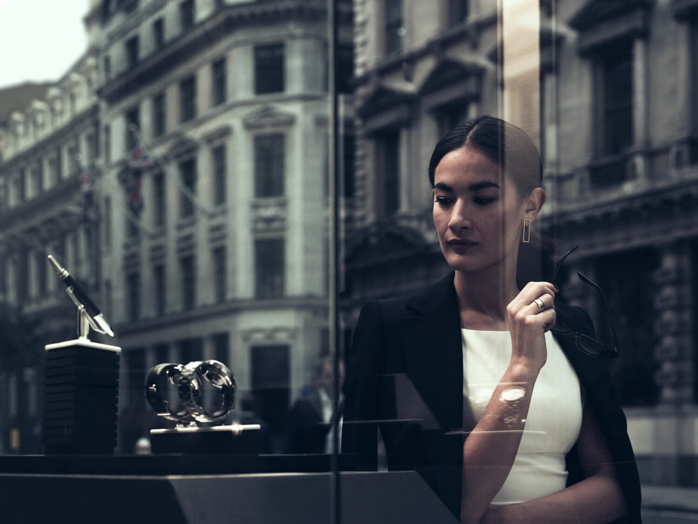 lifestyle photographer Tim Cole shoots lady window shopping