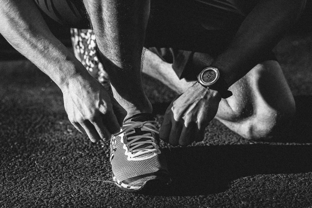 lifestyle photographer Tim Cole shoots runner tying his shoelaces