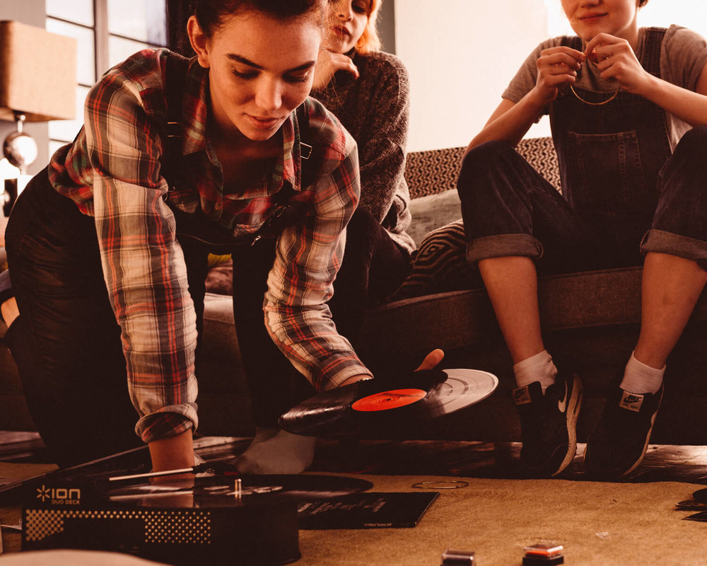 lifestyle photographer Tim Cole shoots girls listening to records