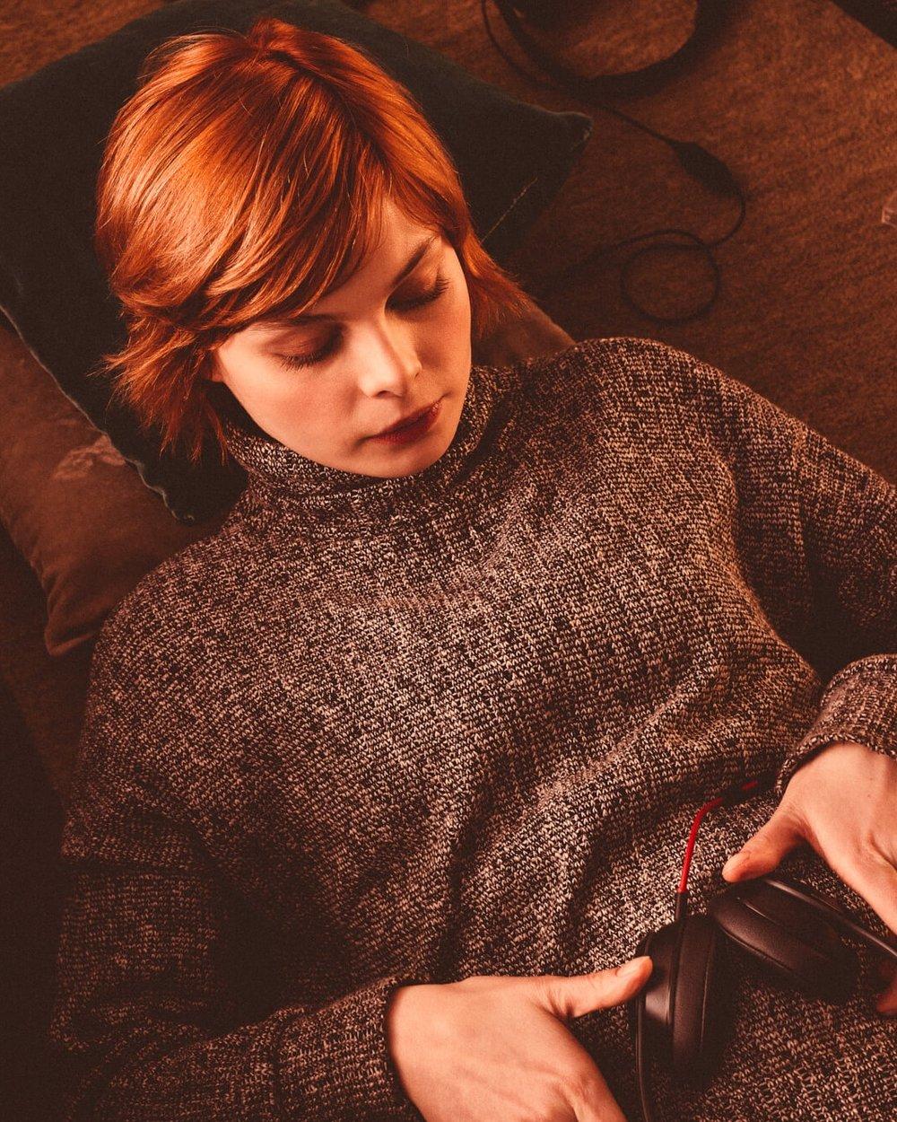 lifestyle photographer Tim Cole shoots girl with beats headphones