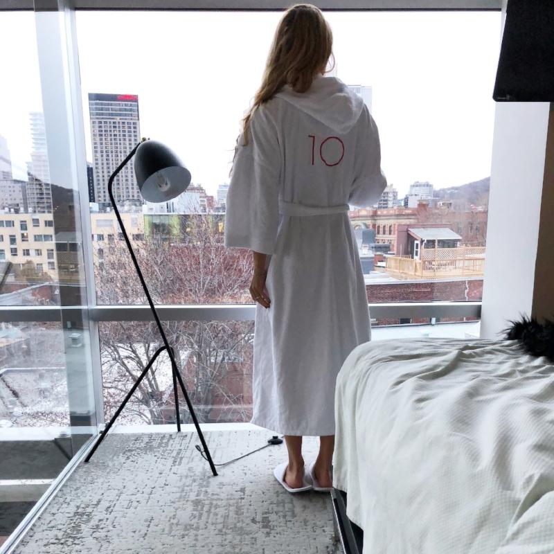La Suite Penthouse offre une fenestration panoramique sur deux étages