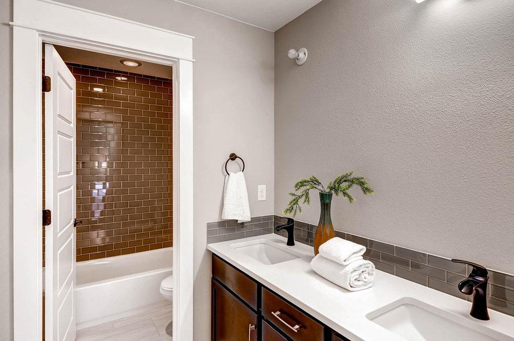 1938-S-Gilpin-St-Denver-CO-large-020-20-2nd-Floor-Bathroom_1100x733.jpg