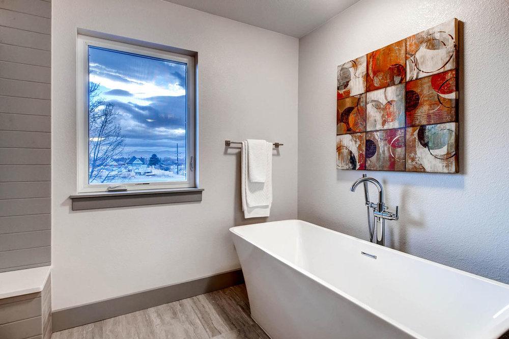 2750-Columbine-St-Denver-CO-large-015-10-2nd-Floor-Master-Bathroom_1000x733.jpg