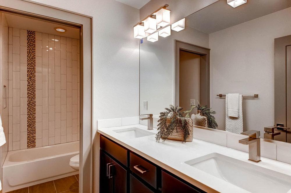 2750-Columbine-St-Denver-CO-large-019-16-2nd-Floor-Bathroom_1000x733.jpg