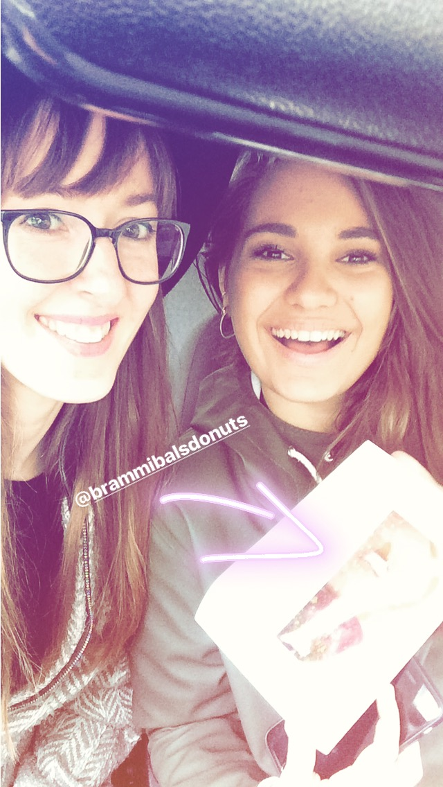 Bramibalsdonuts &  @sustainablefashionmatterz  Instastory Selfie