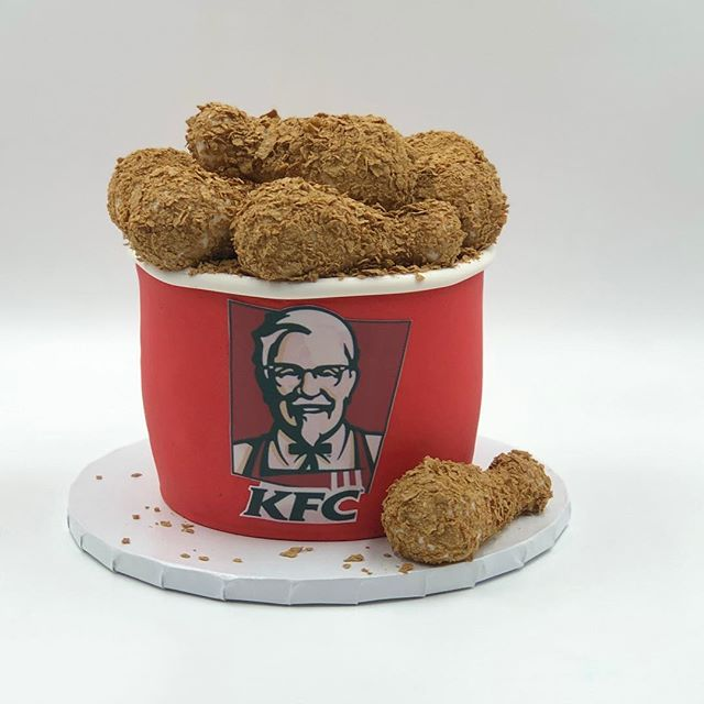 KFC sounds great for lunch, what do you guys think? #chickenbucket #kfc #lunchtimecake