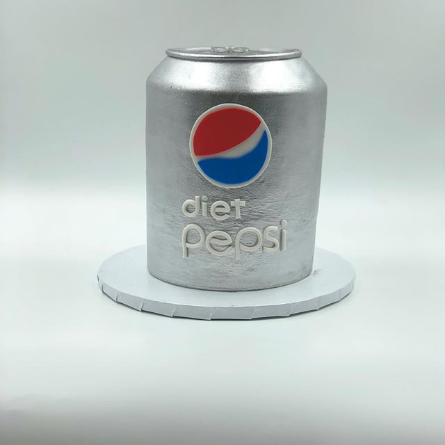 Anyone interested in a Diet Pepsi? #cakeinacan #dietpepsicake #pepsicake