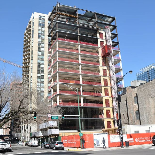 56 W Huron topped out. #jsir #jamesonsothebys #56WHuron #chicago #rivernorth #realestate #highrise