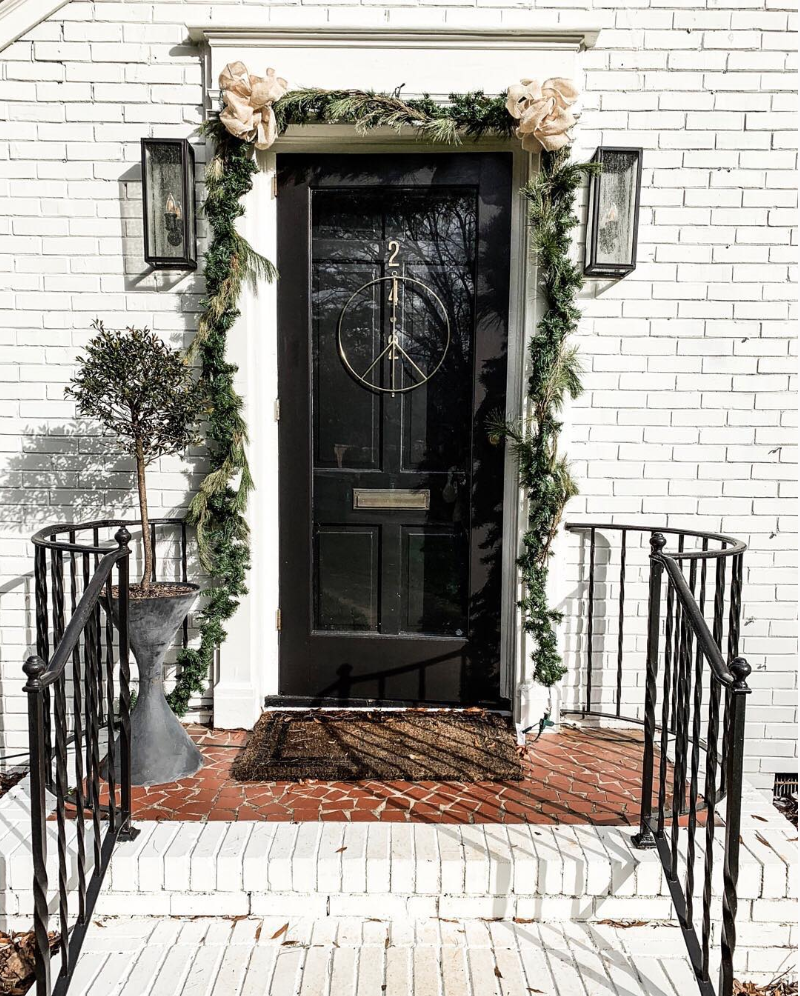 Berkeley kept her front porch simple and festive with fresh garland, a touch of ribbon and a strand of white lights!