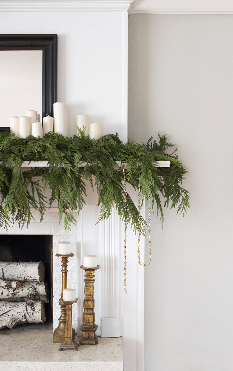 Holiday-Decorated-Fireplace.jpg