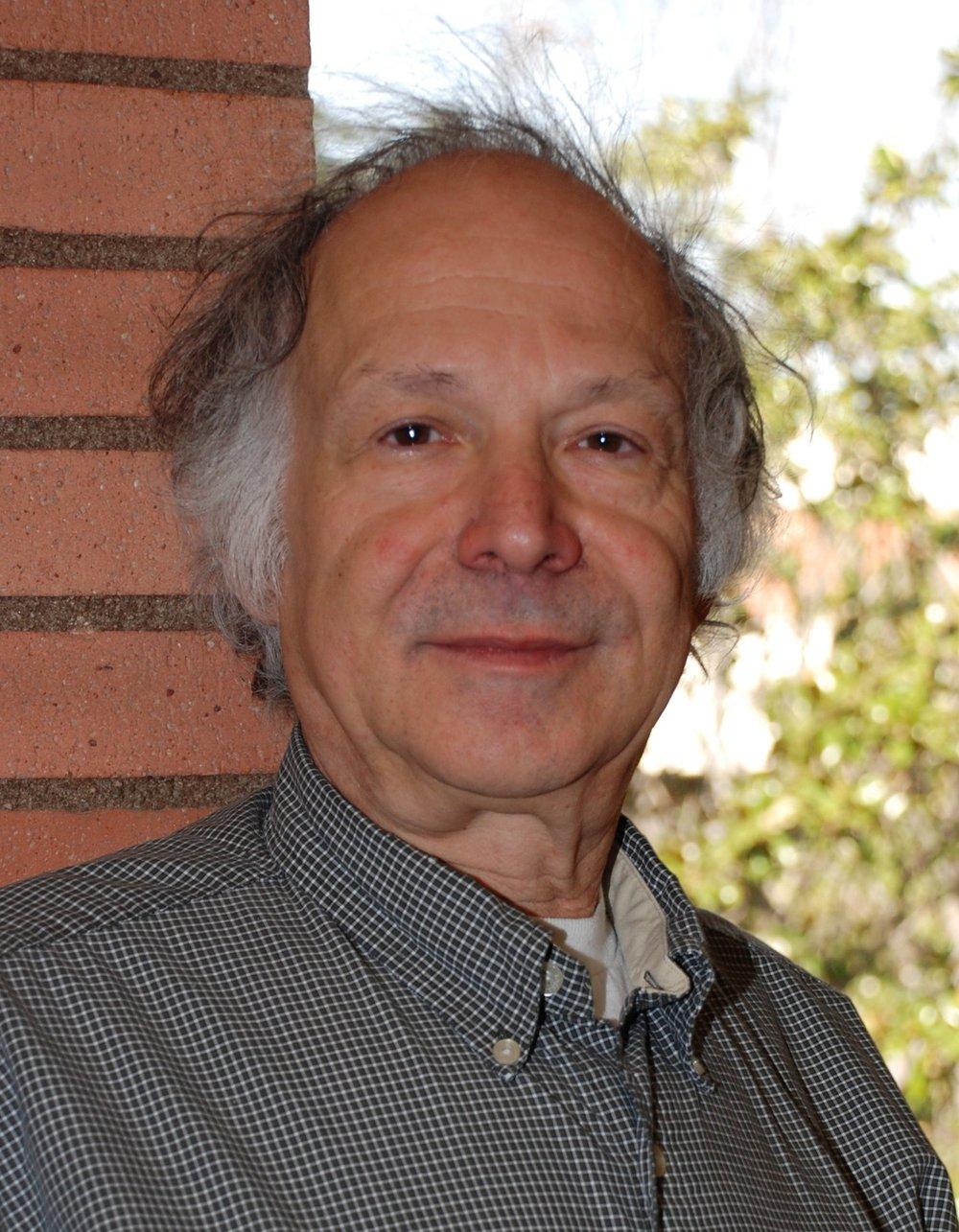 骆思典 Stanley Rosen - 美国南加州大学政治系教授,专攻中国政治和社会学。他在台湾和香港学习中文,并在过去的37年中到访中国大陆五十多次。他的课程从中国政治和中国电影到亚洲政治变革,东亚社会,比较政治及政治和电影比较。他是八本书及许多文章的作者及编辑。他撰写了文革,中国法律制度,舆论,青年,性别,人权,中美关系,电影和媒体等话题。其他正在进行的项目包括研究中国青年不断变化的态度和行为以及好莱坞电影在中国和中国电影在国际市场,特别是美国的前景。他是北京师范大学中国文化与国际交流研究所的附属研究学者,上海大学媒体研究中心国际顾问委员,中山大学人文研究中心(台湾)。他曾为美国新闻局,洛杉矶公设辩护处和一些私人公司,律师事务所及美国政府机构担任顾问。