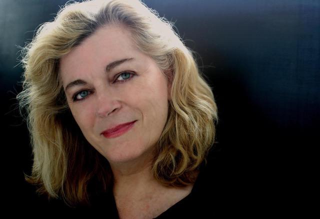 Gabrielle Kelly - Gabrielle Kelly是一位編劇,製片人,曾獲富布萊特獎學金到台灣與菲利賓做訪問學者。她曾出版讀物《 CELLULOID CEILING; Women Film Directors Breaking Through》(賽璐珞天花板;女性導演的突破)。她以作家,製片人和行政管理的身份為導演 Sidney Lumet,製片人Robert Evans還有其他紐約與好萊塢的電影人提供了合作。她曾在UCLA(加州大學洛杉磯分校), USC(南加州大學), NYU (紐約大學)等主流電影學院教書,她現在任職於AFI(美國電影學院),並為中國與冰島,緬甸與巴西的電影合作與數碼VR項目搭建橋樑。