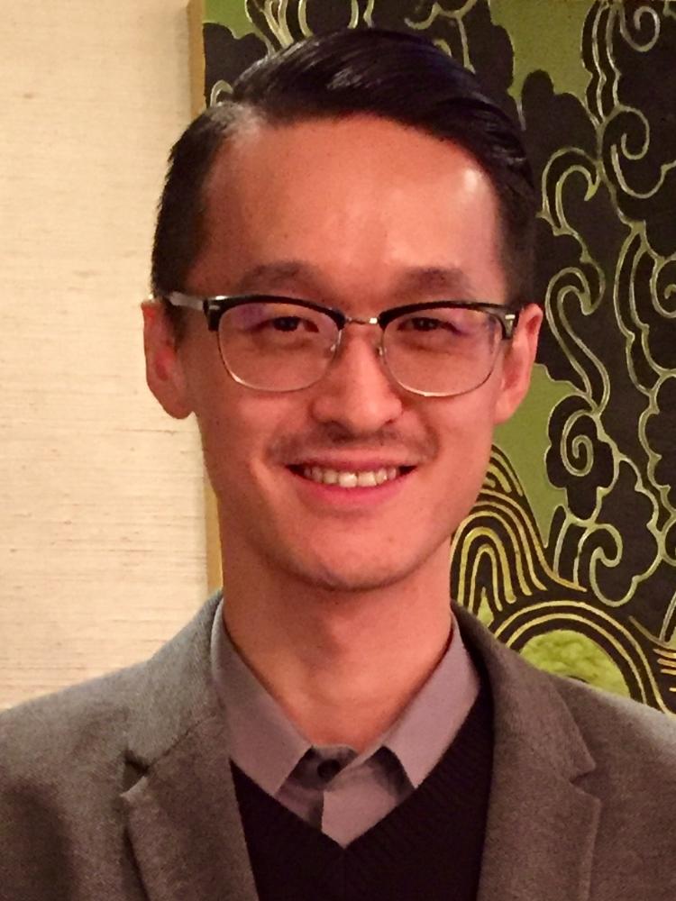 魏可 - 魏可是一位來自北京的製片人。他任前迪士尼製片廠大中華區電影製作總監三年,負責迪士尼在華的電影項目開發和製作,是迪士尼電影《假如王子睡著了》的製片人。此前,他是中影簽約個人工作室的製片人,原創開發電影《驚天大逆轉》《北極》並任電影策劃人。他也以製片人身份多次參與聖丹斯電影節、台北金馬影展創投及First國際影展的新導演培養計劃。魏可是China Hollywood Society的聯合創始人。他畢業於南加州大學電影學院Peter Stark Producing Program。