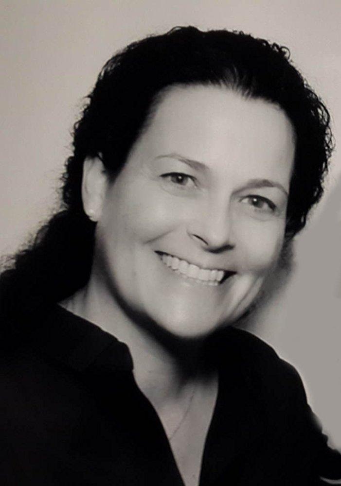 Tracey Trench - Tracey Trench參與製片和監製的電影、電視劇、戲劇和紀錄片等在全球範圍內總票房已超過十億美元。多年來,她在多家好萊塢電影工作室和電視台工作,在公司運營以及電影電視製作和發行上有豐富的經驗,並兼具敏銳的市場洞察力。