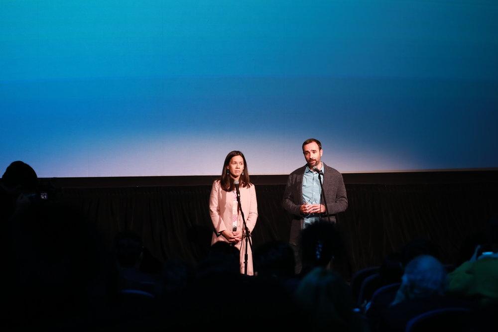 《京城之王》制片人Melanie Ansley (左)和导演Sam Voutas(右)