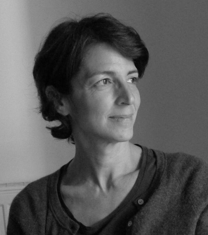 瑞贝卡·巴伦 Rebecca Baron   导演,媒体艺术家  瑞贝卡·巴伦( Rebecca Baron)是一位洛杉矶当地的媒体艺术家,以散文电影著名。瑞贝卡的电影通过静态摄影和动态画面的联系来探索历史的构造。 她的电影在各个国际影节和媒体渠道均有放映,其中包括:第十二届文献展,鹿特丹国际电影节,纽约电影节,纽约电影档案选集,多伦多电影节,伦敦电影节,太平洋电影选集,弗莱厄蒂电影研讨会,维也纳国际电影节,以及惠特尼美国艺术博物馆。她的电影曾在三藩、蒙特利尔、雅典、安娜堡电影节等多个电影节均有获奖。她也是2002年古根海姆奖和2008年拉德克利夫高级研究所奖金的获得者。她曾在麻省艺术学院和哈佛大学教授纪录片和实验电影课程。自2000年来于加州艺术学院任教。