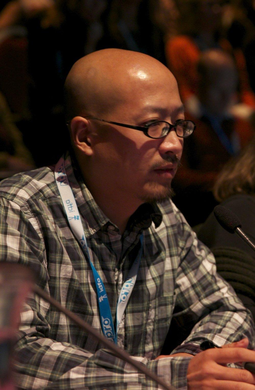 """梁為超     獨立電影製作人    已完成的代表作有紀錄長片《活著》(2011)和《大路朝天》(2015),作品獲廣州國際紀錄片節評委會獎、中國紀錄片學院最佳長紀錄片獎、台灣國際紀錄片節華語片首獎,和金馬獎最佳紀錄片提名。除製片工作外,還有發行和活動組織方面的經驗。他2013-2016年期間運營過一家紀錄長片的版權代理機構,2013-2014兩年間曾在武漢策劃了每月一次的紀錄片影院放映活動""""星宇放映"""",他還從2013年開始擔任阿姆斯特丹國際紀錄片節(International Documentary Film Festival Amsterdam)中國區顧問、選片人,並在2015年出任阿姆斯特丹國際紀錄片節評委。"""