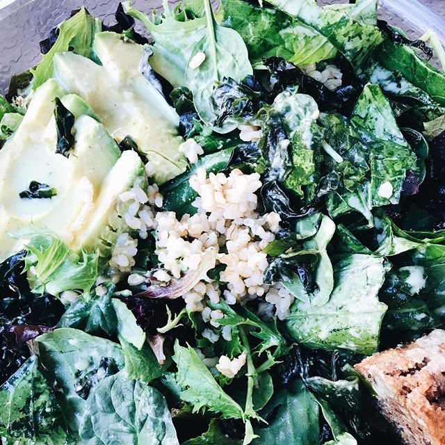 Giant salad with seaweed, avocado, and delicious cilantro lime dressing. Woaaaah. #hipveganojai #thebombdotcom ------------------------ #foodie #culinary #chefstatus #goodeats #eatclean