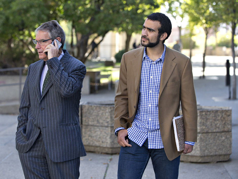 Omar Khadr with long time defence lawyer, Dennis Edney//2017 AFP