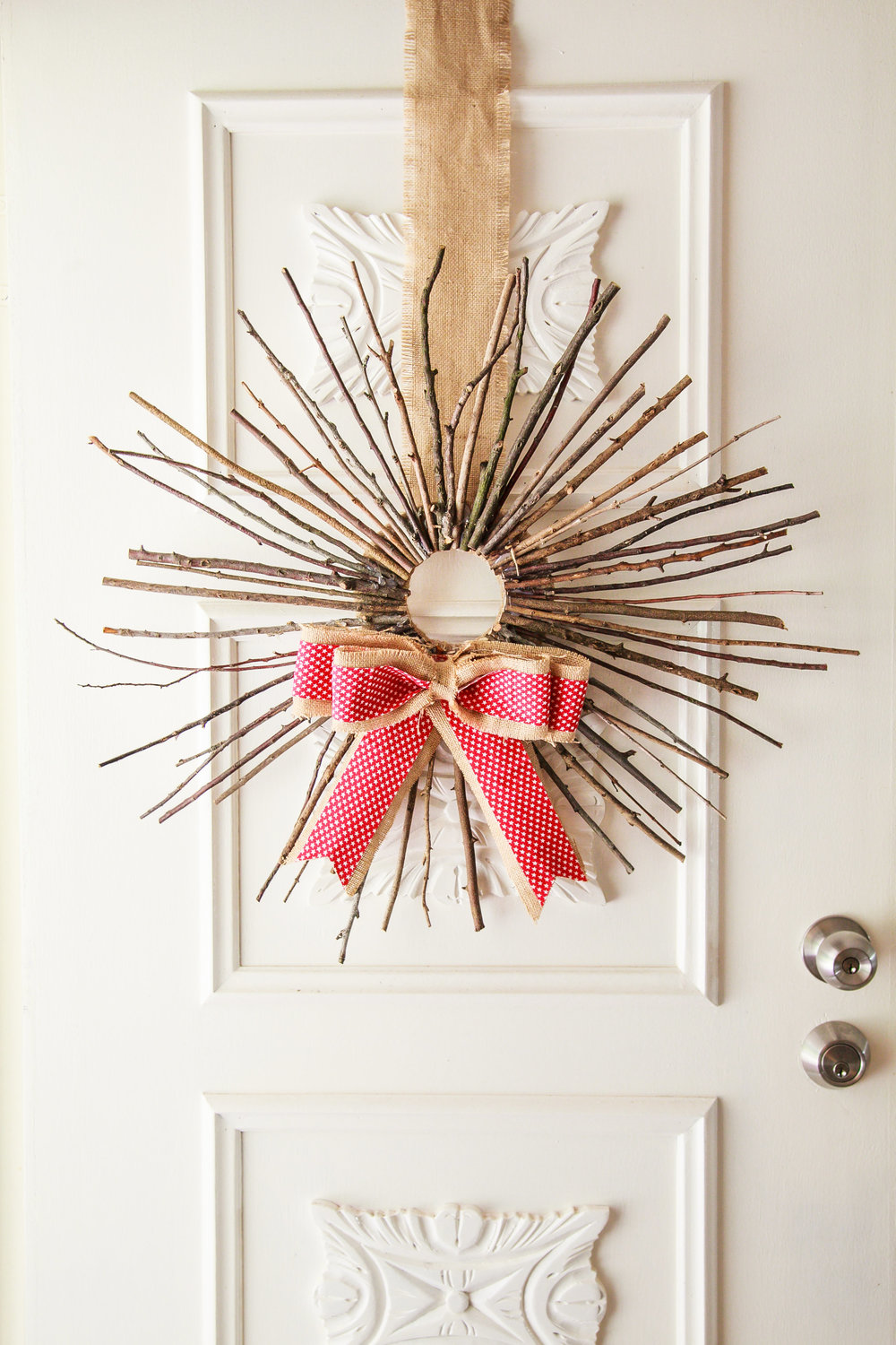Rustic Sunburst Christmas Wreath | The Whimsical Wife