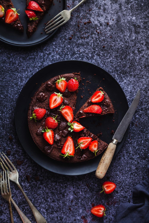 Fudgy Brownie Cake (GF, DF, Vegan & Nut Free}