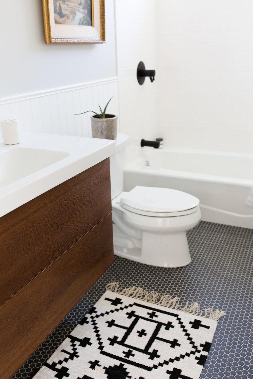 upstairs-bath1.jpg