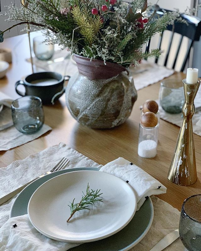 Thinking I should set the table more often. Hope everyone is enjoying the holidays and taking some time to rest and recharge 😁 #mydecorotation