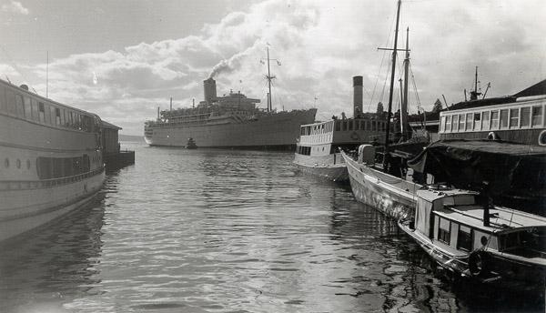 1905 Passenger liner, Constitution Dock