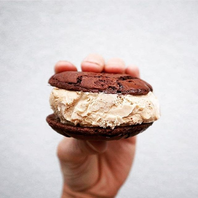 About a year ago we started this collab with @butterbingmelb - now we also use their delicious cookies in our cookies and cream flavour! So yuuuummmm! We are excited to be serving these for the first time at a wedding!Looking forward to it @mitch.papas ...thanks for the awesome pic too! Try the #billybing if you haven't already we promise it's the ice cream sandwich of your dreams 😋 #supportlocal #melbournefood #billyvancreamy