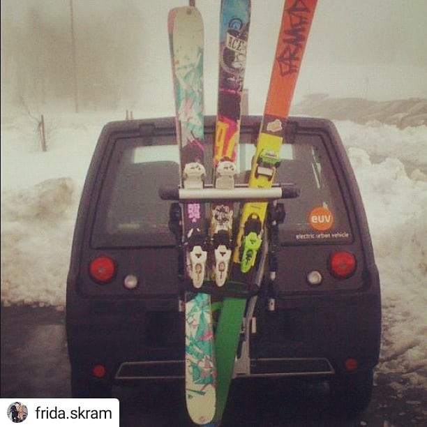 #Repost @frida.skram Det ser kanskje ikke sånn ut, men Buddy har faktisk plass til tre gode venner og skiutstyr 🎿⛄ • • • • • #twintip #ski #tryvann #norway #buddy #buddyelectric #elbil #electriccar #instacar #car #miljø