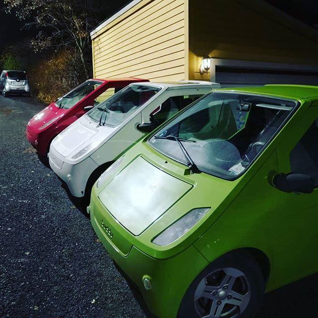 Christoffer, Bernhard og Simen er tre gode venner som alle kjører Buddy. De syns det er gøy med oppmerksomheten de får når de parkerer på rad 🚘🚘🚘