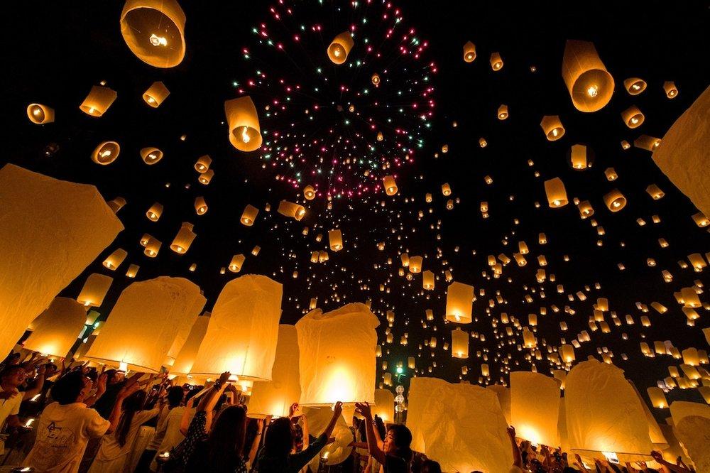 Massive lantern release at Mae Jo.jpg