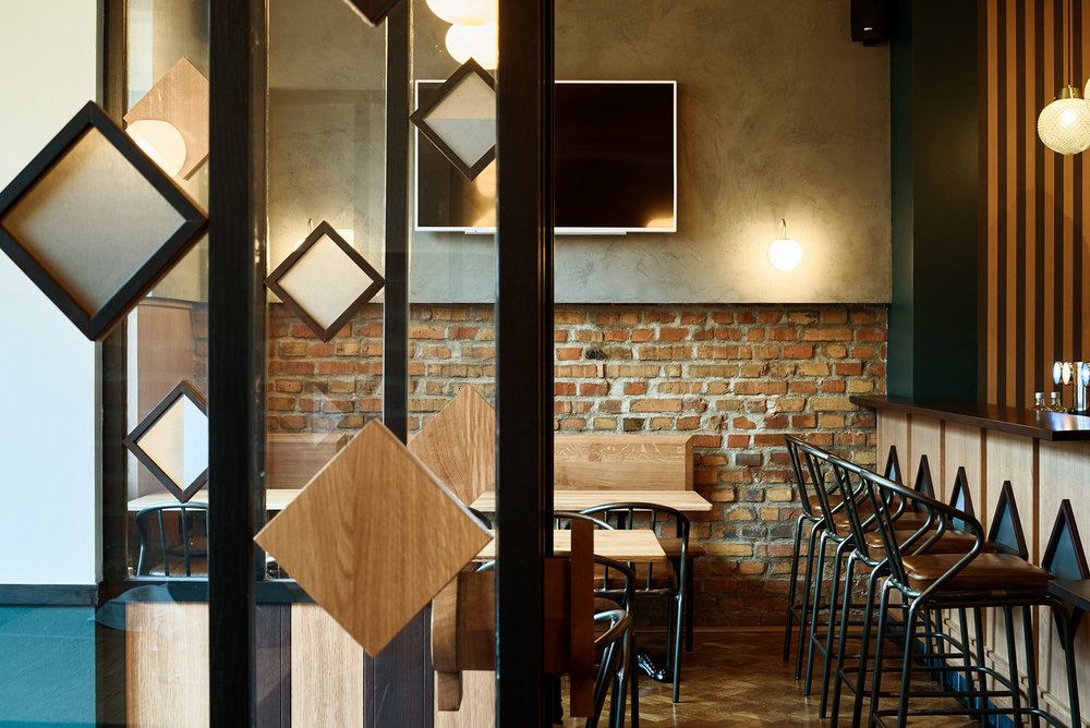 Rénovation d'un bar-PMU au Neudorf à Strasbourg par le Studio Petit Martin.