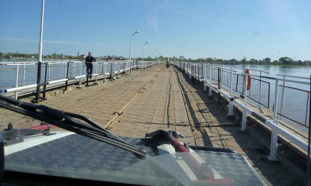 P1010252-Crossing-the-river.jpg