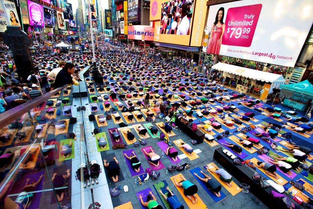 Times Square Yoga 2010.jpg