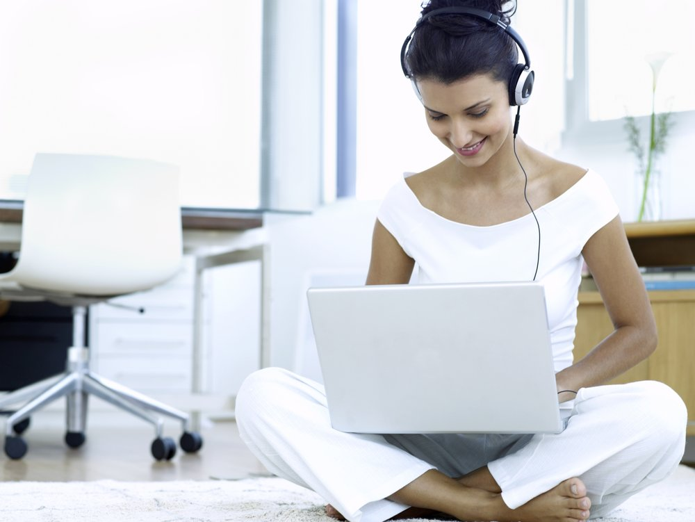 Lady-with-laptop-for-lifestyle-image.jpg