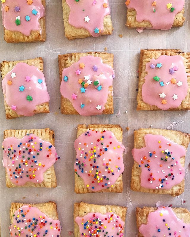 On my mind today: Pink Lemonade Mini Poptarts! Made with a flaky homemade poptart pastry & filled with tangy lemon cranberry curd, they're perfect for summer sweet cravings. Recipe is at the link in my profile 💕#messycooking • • • • •  #pie #howisummer #bareaders #feedfeed @feedfeed #imsomartha #edibledc #eattherainbow #abmlifeiscolorful #foodwinewomen #f52grams #lifeandthyme #buzzfeast #feastgram #thehappynow #eeeeeats #tastespotting #f52fingerfoods #inmykitchen #marthabakes #onthetable #forkyeah #saveur #poptarts #pastrylife