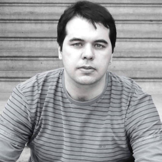 João Marcelo Pallotino - Com 20 anos de carreira, o Diretor, professor e ator há 10 anos vem desenvolvendo um trabalho com base no teatro contemporâneo, onde diversas linguagens artísticas cruzam a cena teatral.