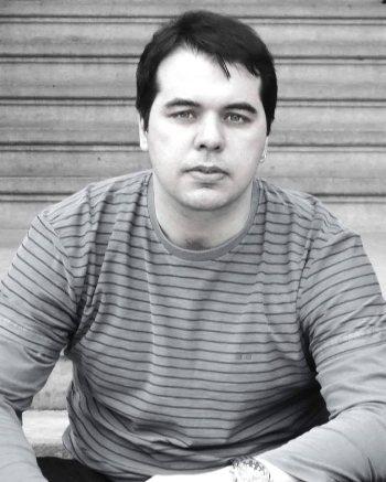 João Marcelo Pallottino édiretor, professor e ator. Há 10 anos vem desenvolvendo um trabalho com base no teatro contemporâneo, onde diversas linguagens artísticas cruzam a cena teatral. Já dirigiu em torno de 40 produções teatrais, entre cursos e montagens profissionais.