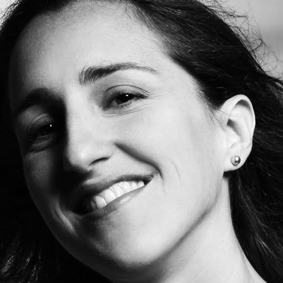 Barbara Lana é diretora de arte e, ao longo de anos, trabalhou nas agências QG Rio Propaganda (empresa do grupo Talent), Giovanni FCB, K! Comunicação Integrada e W/McCann (RJ). No mercado de moda, foi coordenadora de design da marca Richards,Inbrands.Atualmente, é coordenadora de design do Clube Melissa, na empresa Multi.etc. Trabalha para produtoras culturais, como Möeller&Botelho,Brain+ e Aventura Entretenimento,criando imagens para cenários e campanhas para espetáculos teatrais, como 60!,Hair,Gypsy, Nine, O Mágico de Oz, Beatles Num Céu de Diamantes, Os Saltimbancos Trapalhões, Elis, entre outros.