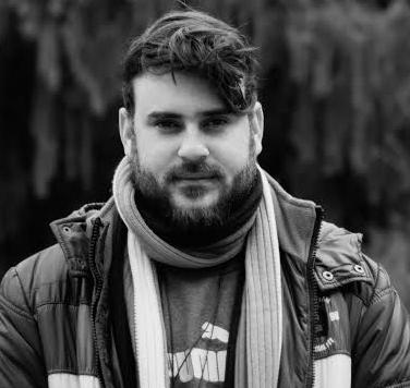 Fernando Cunha Jr é formado em Comunicação Social – Publicidade e Propaganda, já tendo também cursado Mídias Sociais e Ciências da Computação. No audiovisual, atua como roteirista, diretor, diretor de fotografia e produtor, dividindo-se entre projetos autorais e trabalhos comerciais de sua produtora, seja no campo da publicidade, audiovisual ou na fotografia.