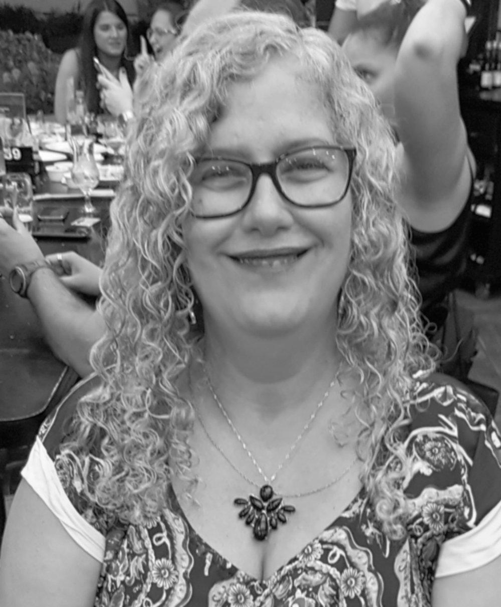 Monica Miranda possui Licenciatura plena em Educação Artística com habilitação em Música, passando pelas Escolas de Música Villa Lobos e Pró Arte. Foi flautista da Banda Civil da cidade do Rio de Janeiro onde teve mais de mil apresentações durante 8 anos em eventos por todo o Estado. Atualmente éIntegrante do coral Rio em Canto e ministra aulas de Flauta doce,Flauta transversa e Teoria Musical.