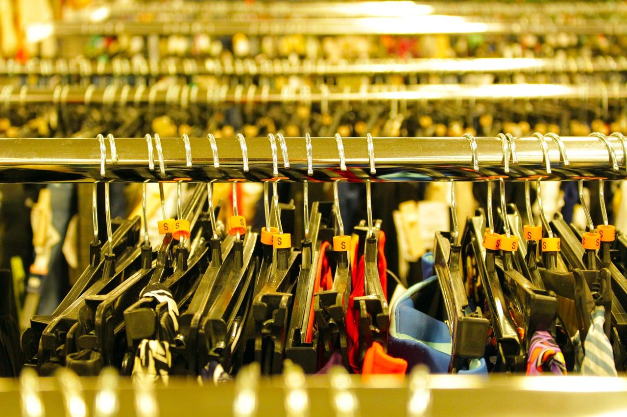 hangers-in-store
