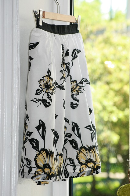 white-floral-skirt